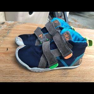 Plae 105021-055 boy's Blue/Black Sneakers Size 10